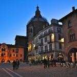 800px-Piazza_della_Vittoria,_Pavia