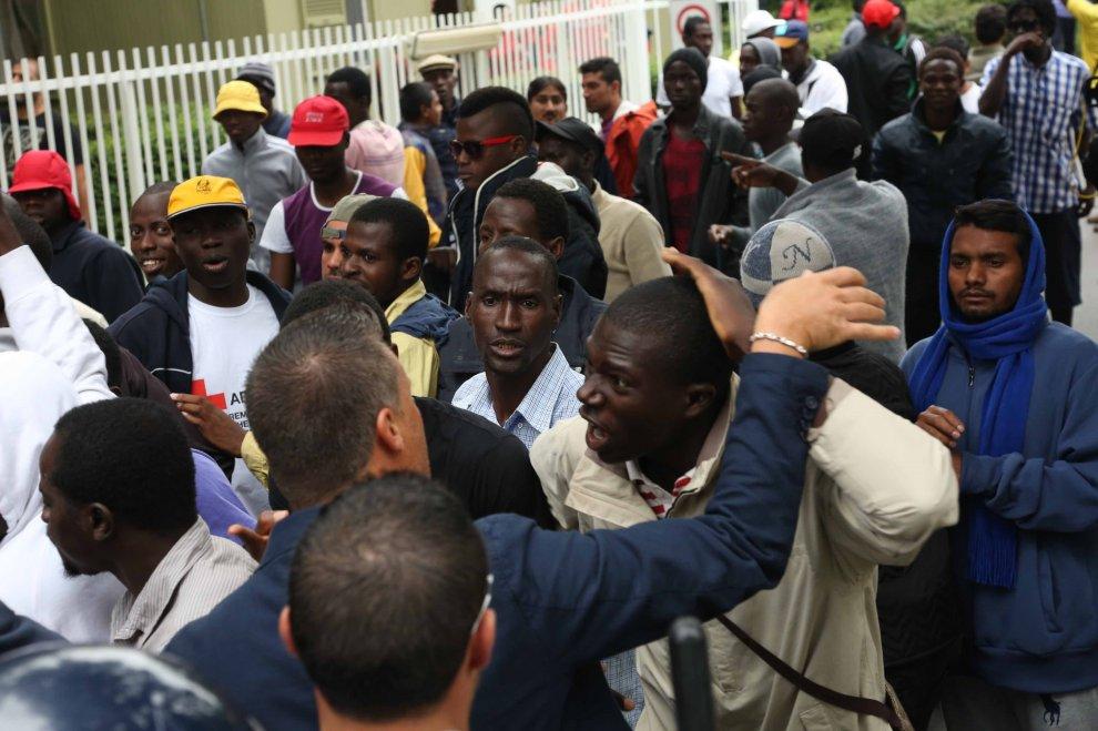 Protesta migranti Milano. Violi M5S: situazione esasperata dall'inerzia della politica