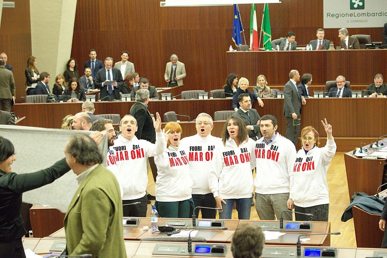 Reddito autonomia, Maroni butta in propaganda 1,5 milioni di euro