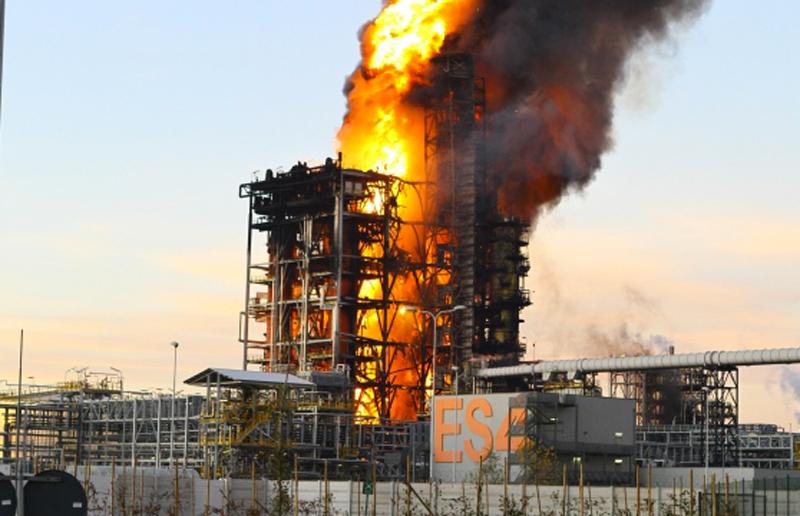 M5S chiama ENI alla Camera Deputati: domani l'audizione su esplosioni in raffineria.