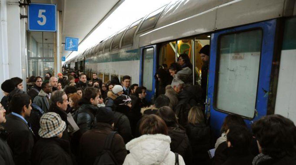 """Trenord. Regione convoca i pendolari all'ultimo minuto: """"così non va!"""""""