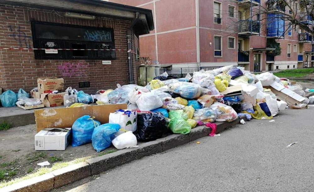 Aler Gratosoglio, emergenza rifiuti nel quartiere