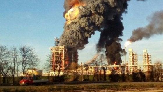 Esplosione alla raffineria Eni di Sannazzaro de' Burgondi