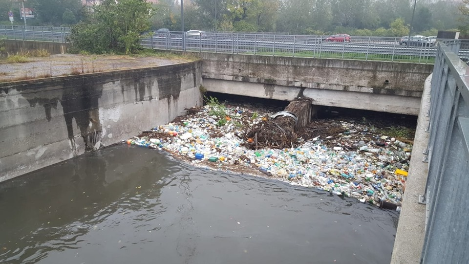 Conca fallata: spettacolo indecoroso, rimuoviamo i rifiuti!