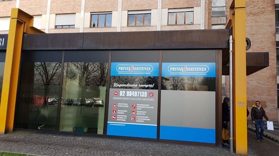 Ospedale Vissolo Predabissi: pubblicità di servizi sanitari all'ingresso