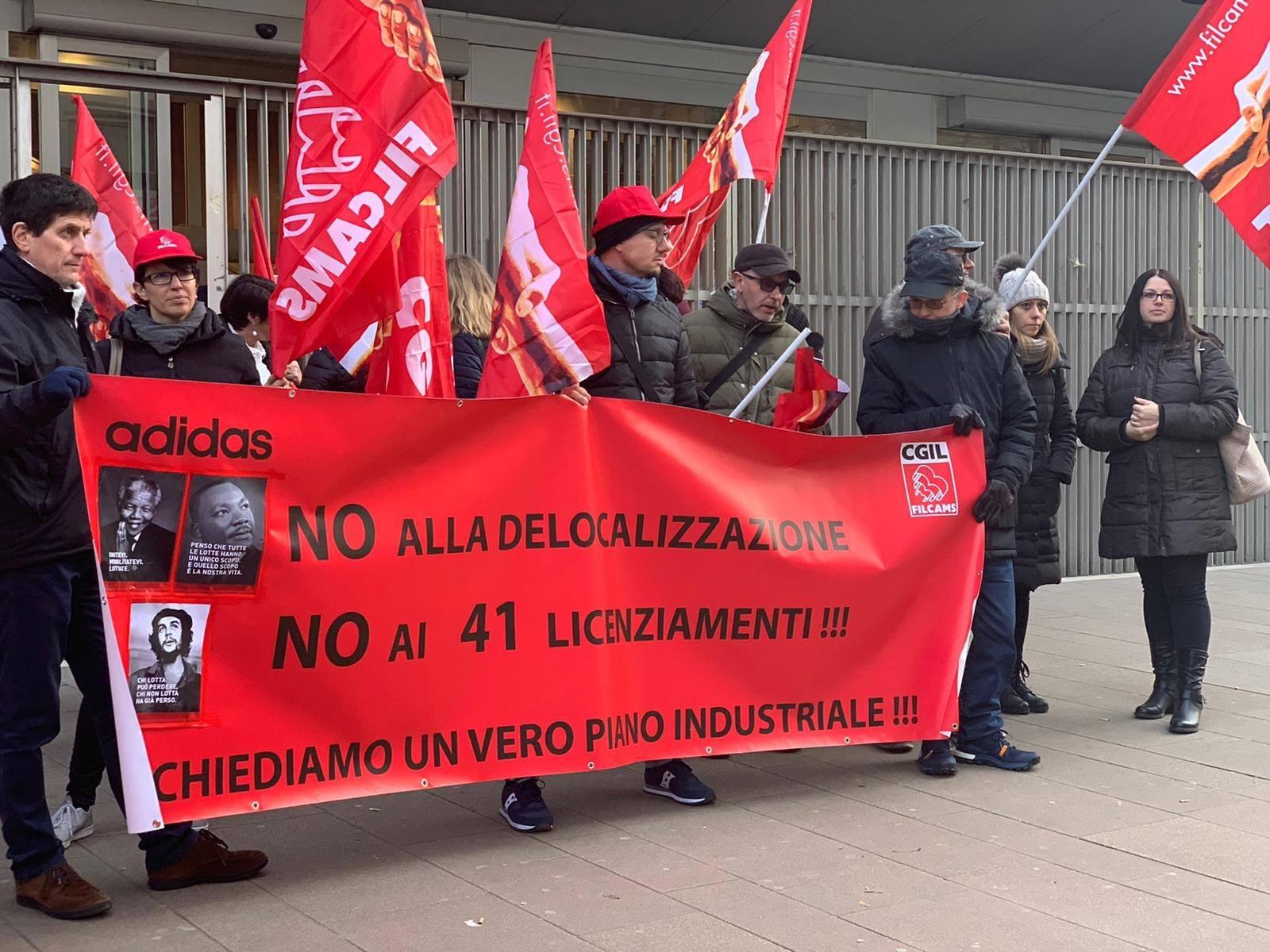 Solidarietà ai lavoratori Adidas