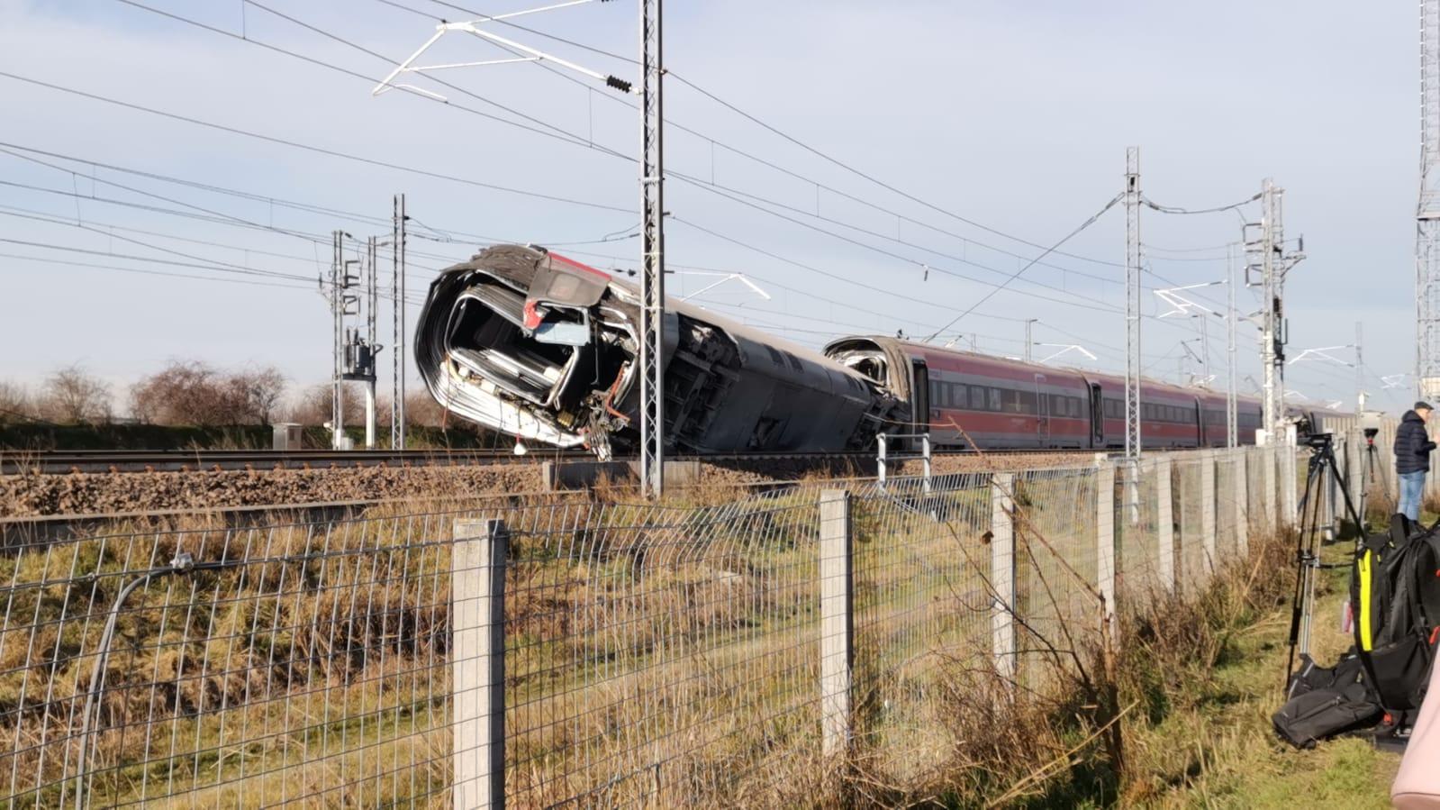 Lodi, treno deragliato: Degli Angeli sul posto
